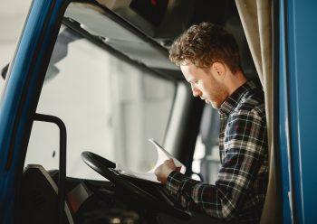 Problem na rynku kierowców zawodowych. Jakie uprawnienia trzeba zdobyć?
